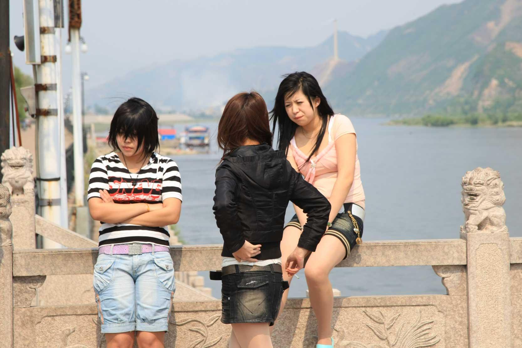 世界遺産のまち、集安~のどかな鴨緑江沿いの風景_b0235153_1326815.jpg