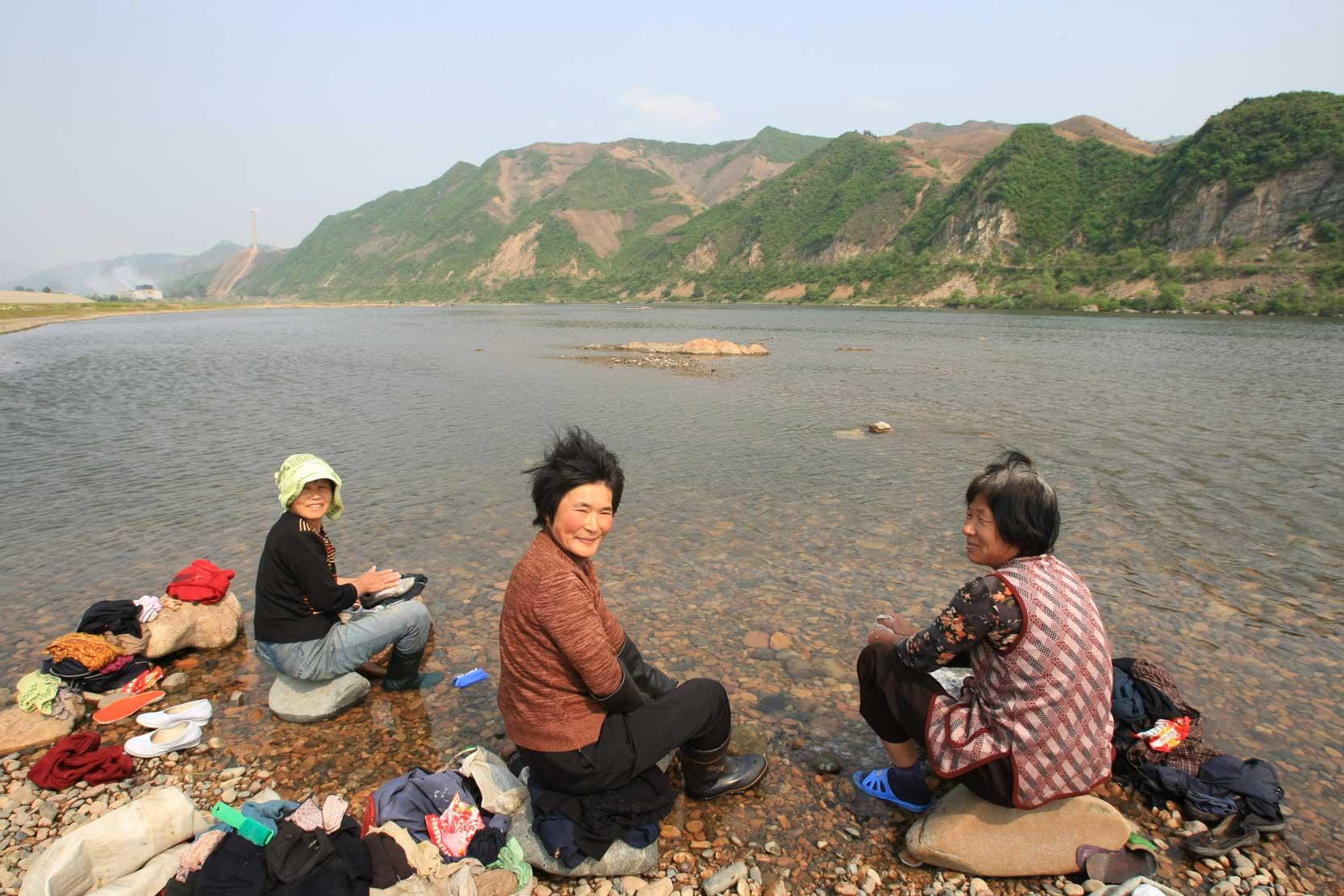 世界遺産のまち、集安~のどかな鴨緑江沿いの風景_b0235153_13281348.jpg