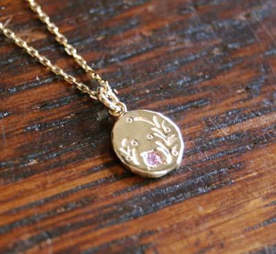 小さな金のペンダント_f0155891_132135.jpg