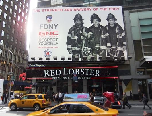 NYのタイムズ・スクエアで見かけた消防士さんの巨大看板_b0007805_23574485.jpg