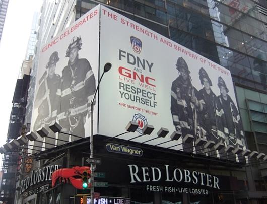 NYのタイムズ・スクエアで見かけた消防士さんの巨大看板_b0007805_23575585.jpg