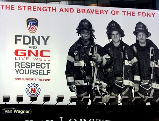 NYのタイムズ・スクエアで見かけた消防士さんの巨大看板_b0007805_2358942.jpg