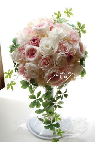 ホワイト&淡いピンクのラウンドブーケ_a0136507_17211597.jpg