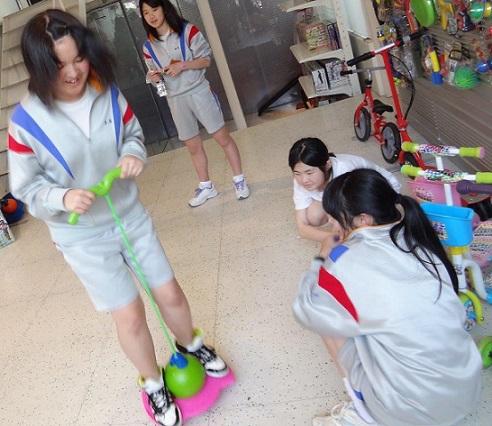 仙台市立柳生中学の修学旅行、生徒たちの訪問先ラングスジャパン_d0148223_23472546.jpg