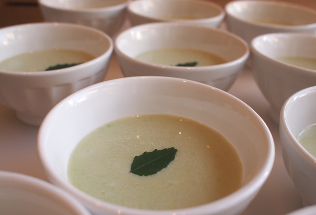 空豆のクリームスープ_e0148373_15465193.jpg