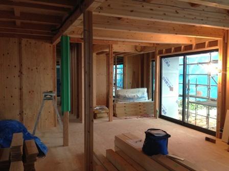 「緑豊かな高台に建つ二世帯住宅」ちょっとワイルドな風合いのフローリング_f0170331_14552215.jpg