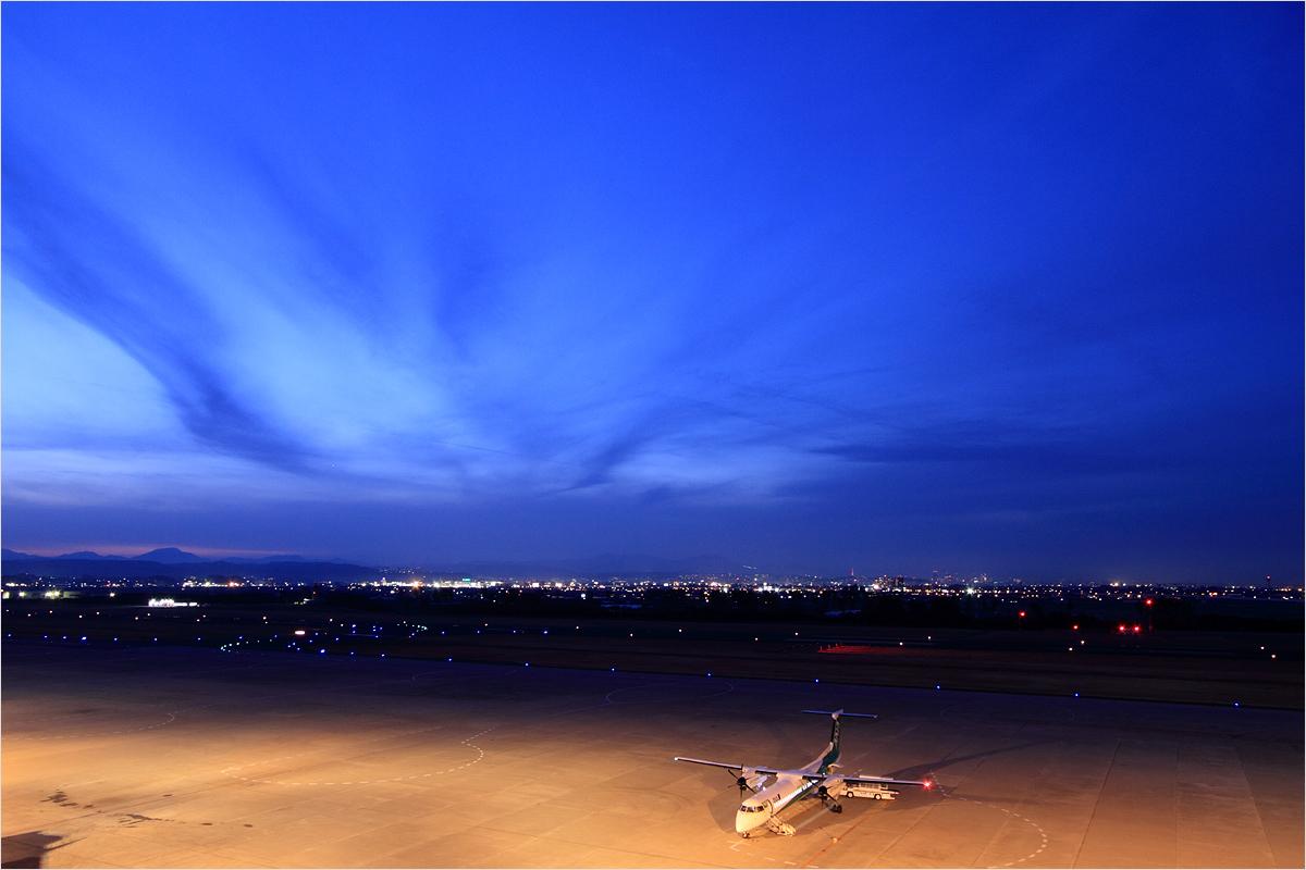 薄暮 - 仙台空港_c0308259_039328.jpg
