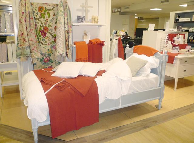 伊勢丹新宿店本館5階=寝具 「リネンで彩る夏のベッドルーム」_f0111065_1033289.jpg