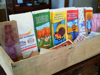 長芋の箱とドイツの紙袋_f0255704_13383518.jpg
