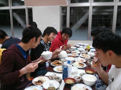 館下夕食が始まりました!_e0137649_10394874.jpg