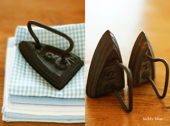 antique miniature irons  昔のミニチュア アイロン_e0253364_18314515.jpg