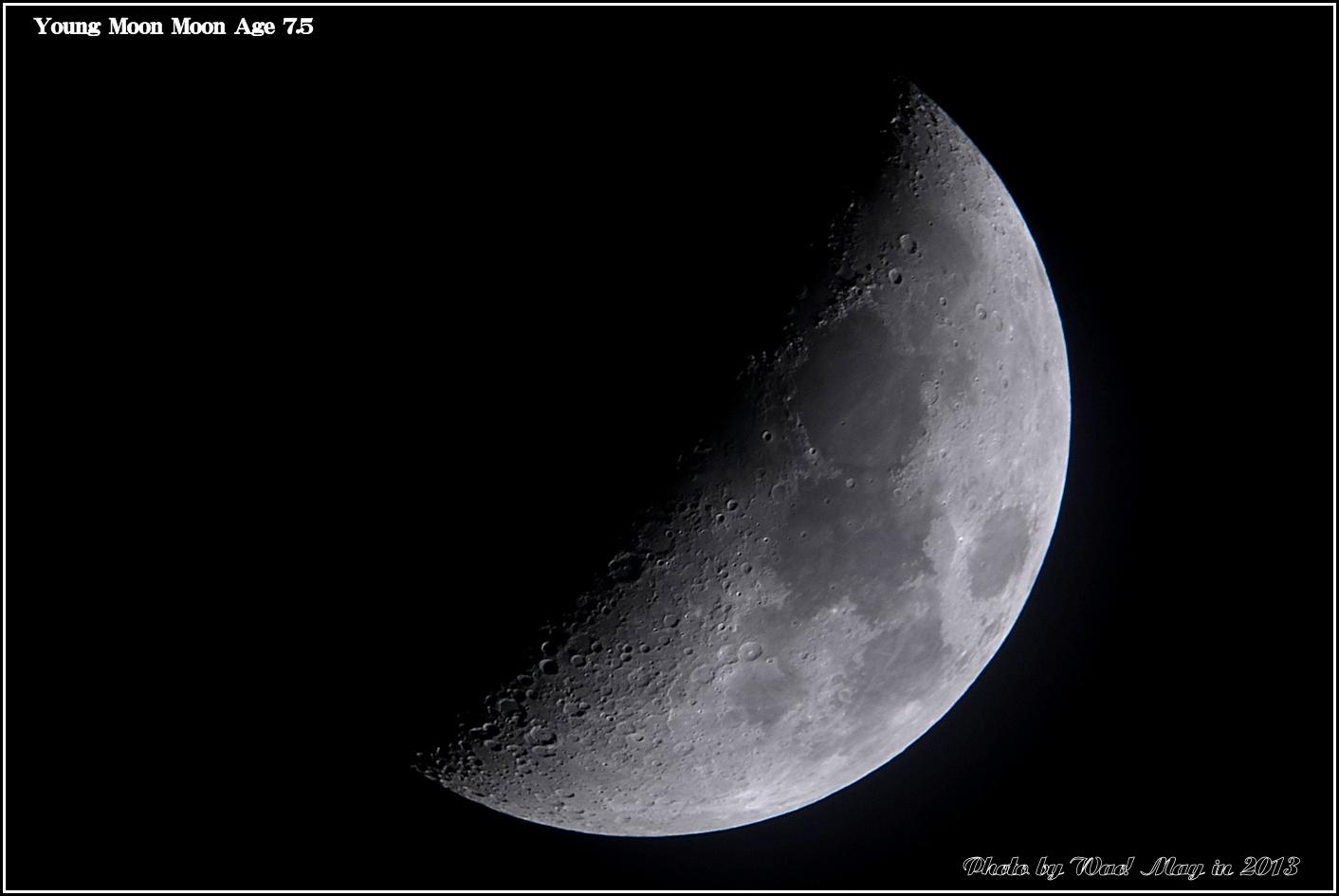 上弦の月_c0198669_23395334.jpg