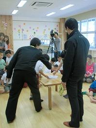 保育園でコマまわし☆第3弾_a0272042_18145528.jpg