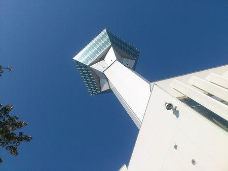 青空に五稜郭タワー_b0106766_031491.jpg
