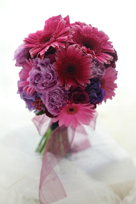 クラッチブーケ ガーベラと紫 グランドプリンスホテル高輪様へ_a0042928_22172583.jpg