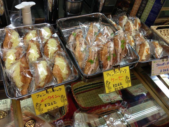 手作りフィンガードッグ♪本日はメークイン、ケーゼ、クリームチーズの3種類♪_c0069047_12185650.jpg