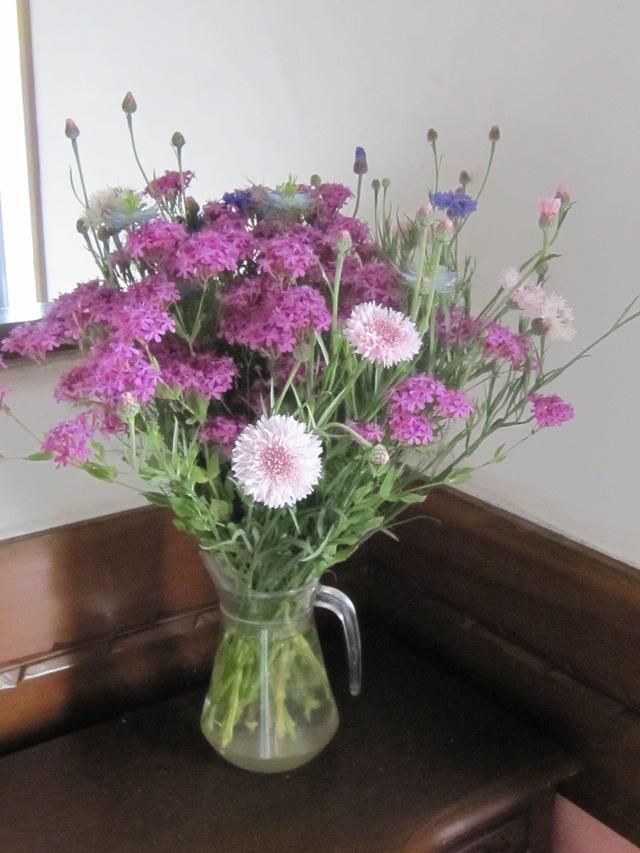 店の中は花盛り_d0177560_1830259.jpg