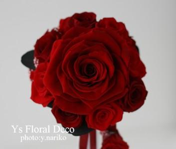 赤いブーケとフラワーアクセサリー 白いドレスに_b0113510_112153.jpg