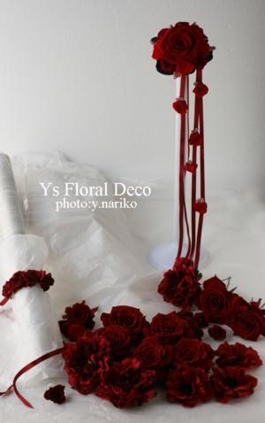 赤いブーケとフラワーアクセサリー 白いドレスに_b0113510_1122418.jpg