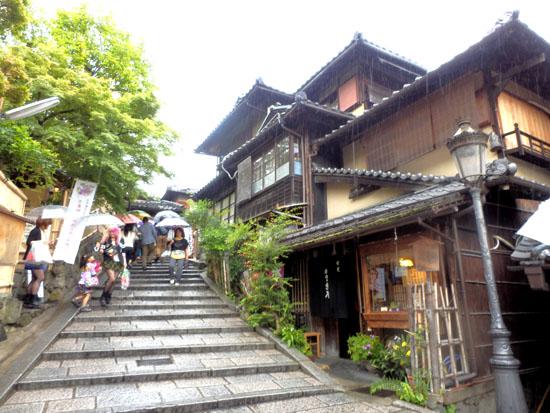 三寧坂から八坂神社まで_e0048413_20582273.jpg