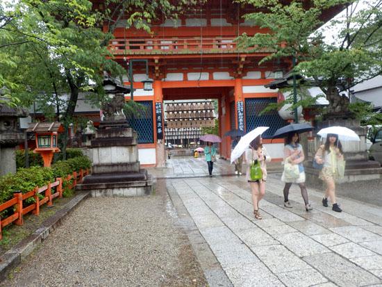 三寧坂から八坂神社まで_e0048413_2059214.jpg