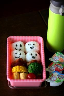 女子中学生のお弁当 67 遠足は使い捨て容器で_b0048834_713529.jpg