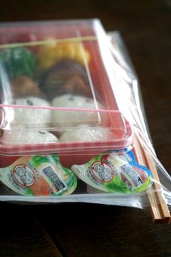 女子中学生のお弁当 67 遠足は使い捨て容器で_b0048834_714774.jpg