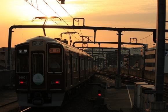 阪急 豊中駅 夕方・・・_d0202264_18564143.jpg