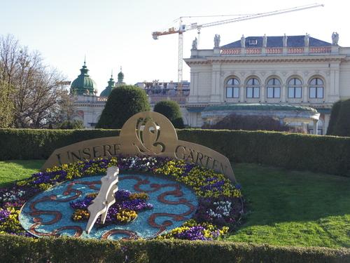 ウィーン&ロンドンへの旅(6)―ウィーン市内散策、ベルヴェデーレ宮殿、公園、子ども_e0123104_6432035.jpg