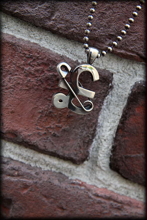 RALEIGH std. £ STERLING SILVER PENDANT w/SAFETY PIN_e0325662_17414591.jpg