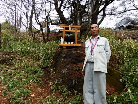 高峯神社神殿_e0120896_6484370.jpg