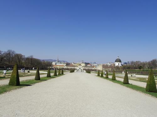 ウィーン&ロンドンへの旅(6)―ウィーン市内散策、ベルヴェデーレ宮殿、公園、子ども_e0123104_6101818.jpg