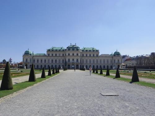 ウィーン&ロンドンへの旅(6)―ウィーン市内散策、ベルヴェデーレ宮殿、公園、子ども_e0123104_612569.jpg