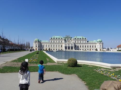 ウィーン&ロンドンへの旅(6)―ウィーン市内散策、ベルヴェデーレ宮殿、公園、子ども_e0123104_6192835.jpg
