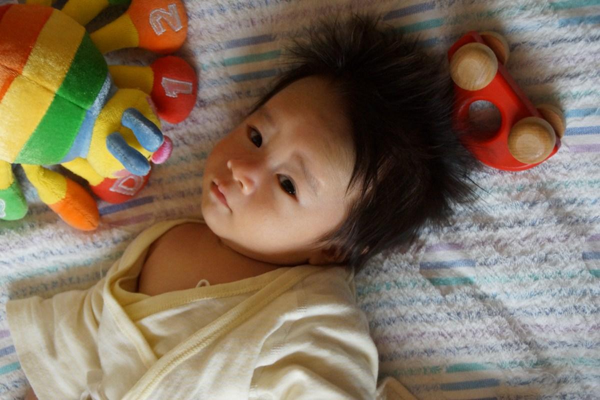 あかちゃんに石塚響子さんからおもちゃや、「竹浪さんがよく着てるから」とポンチョはじめ衣服のプレゼント_f0006713_005465.jpg