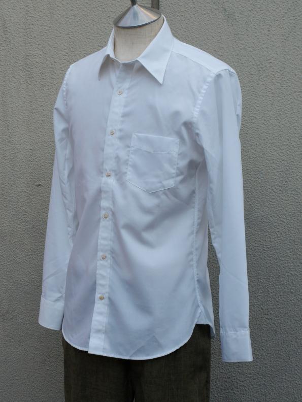 イタリア製の貝ボタンが美しいH artinasal hand by..のホワイトシャツ_e0122680_15561528.jpg