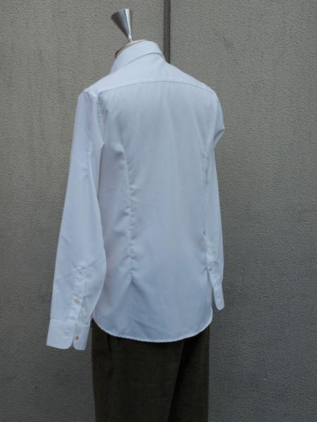 イタリア製の貝ボタンが美しいH artinasal hand by..のホワイトシャツ_e0122680_15563194.jpg