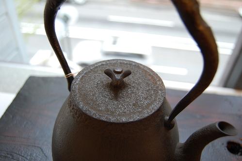 高橋大益さんから鉄瓶が追加納品されました。_a0112812_21565641.jpg