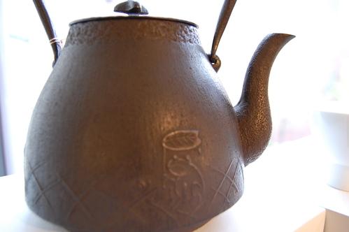 高橋大益さんから鉄瓶が追加納品されました。_a0112812_21591328.jpg