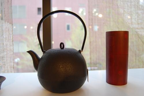 高橋大益さんから鉄瓶が追加納品されました。_a0112812_22102328.jpg