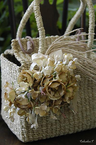 コロコロのキューブ型かごバッグに手作りコサージュ♪_c0070460_2052840.jpg