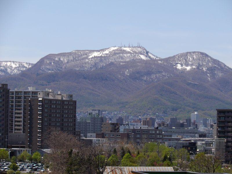 山頂に追いやられる雪と教員の講義管理システム_c0025115_20322342.jpg