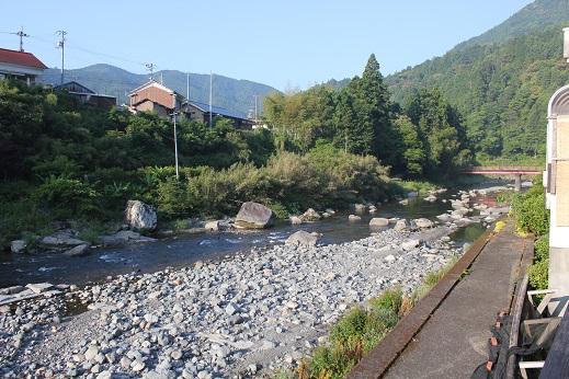 安田川のせせらぎを聞きながら_e0101917_6544397.jpg