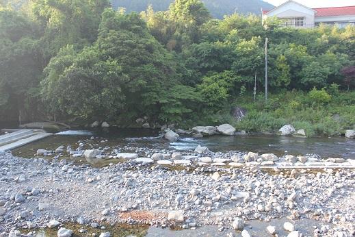 安田川のせせらぎを聞きながら_e0101917_658660.jpg