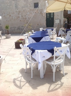 トリナクニアのテーブル バゥ_d0084229_1971416.jpg