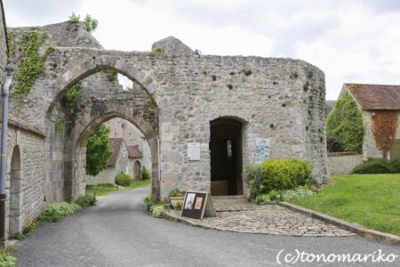 フランスで最も美しい村「Yèvre-le-Châtel」_c0024345_7562788.jpg