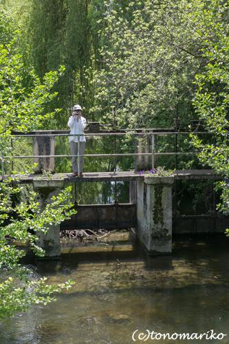 フランスで最も美しい村「Yèvre-le-Châtel」_c0024345_757297.jpg