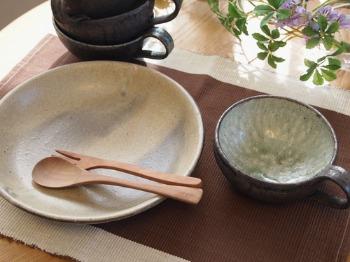 藤田徳太さんの黒灰釉スープカップ&灰粉引深皿_c0267856_15463736.jpg