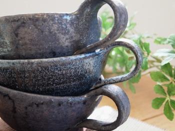藤田徳太さんの黒灰釉スープカップ&灰粉引深皿_c0267856_15472017.jpg