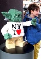 NYに世界最大のレゴ・ブロック製フィギュア、スター・ウォーズのX-wing starfighter登場中_b0007805_1383016.jpg
